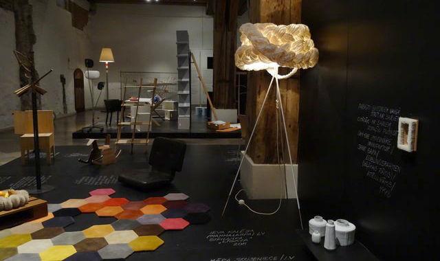 В рижском Музее декоративного искусства и дизайна (ул. Скарню, 10/20) – выставка «Современный дизайн и сила привычки»