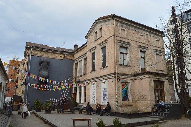 В центре Риги начались мероприятия в честь третьего дня рождения культурного центра Канепес