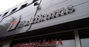 Вывеска на центре обслуживания клиентов Baltikums. Фото: smartlatvia.lv