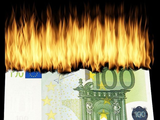 burn-money-denjgi euro ogonj 1463224_640_ pixabay_opt