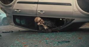 auto avarija telefon smartfon zombie_opt
